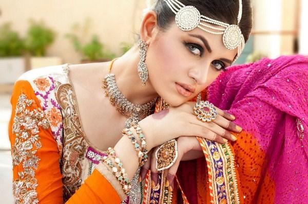 Latest-Pakistan-Indian-Wedding-Jewellery-Styles-For-Girls-1